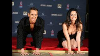 Espectáculo internacional: sensual escote de Katy Perry llamó atención mundial
