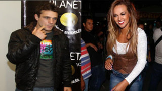 Nicola Porcella y Angie Arizaga asistieron a concierto