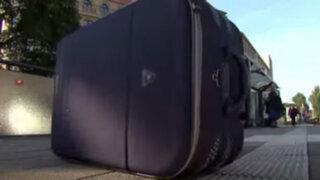 Dejaron una maleta en la calle y cuando la abrieron no podían creer lo que encontraron