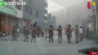 Estudiantes en peligro: colegio utiliza la pista como campo deportivo