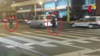 Centro de Lima: peatones no respetan a la policía de tránsito