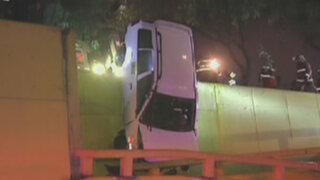 Ataque de epilepsia hizo que chofer terminara sobre rampa peatonal en Surco