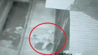 Nasca: cámaras captan a extorsionador detonando cartucho de dinamita en ferretería