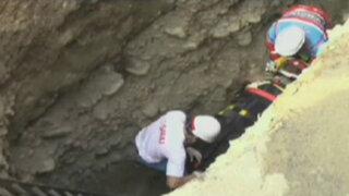 Rescatan a anciano que cayó a zanja de cinco metros de profundidad en Ate