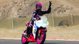 Aída Martinez sufre aparatosa caída durante competencia de motos