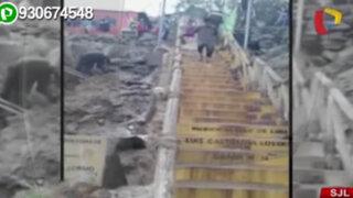 SJL: rotura de tubería inundó varias calles de asentamiento humano