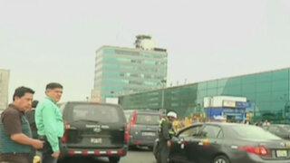 Despliegan operativo contra taxis informales en Aeropuerto Jorge Chávez