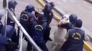 Policías municipales golpean y decomisan alpaca a anciana ambulante