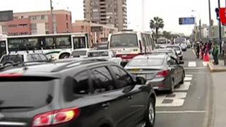 Desvíos por cumbre económica generan malestar en conductores