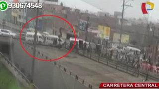 Combis generan caos vehicular en puente de acceso a la avenida Ramiro Prialé