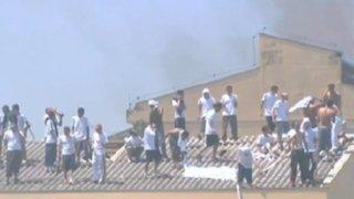Presos realizan motín y toman rehenes en cárcel de Brasil