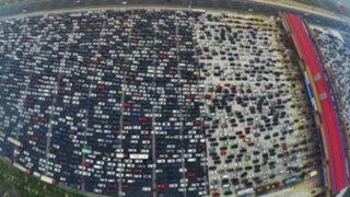 China: conductores quedan atrapados en impresionante tráfico vehicular