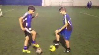 Pequeños futbolistas sorprenden por coordinación para dominar pelota