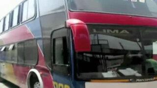 Ica: conductor de ómnibus habla por teléfono mientras maneja