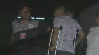 Raúl Ruidíaz salió en muletas del Monumental y fue trasladado a una clínica