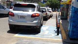 ¡Estaciónate bien! Imprudentes conductores no respetan señales de tránsito