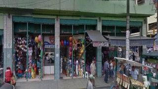 Desvalijan 11 puestos del centro comercial Unicachi