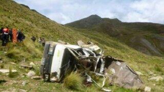 Caída de camioneta a abismo deja cinco muertos en La Libertad