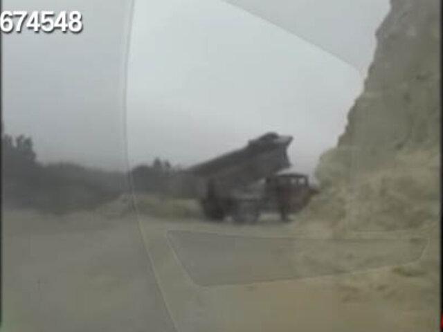 Camión es captado arrojando desmonte en el río Lurín