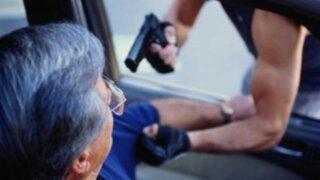 Conoce las técnicas de defensa ante un asalto dentro de un auto
