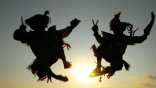 Un espectacular duelo de baile entre Los Trolos y Los danzantes de tijeras