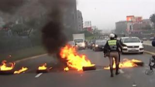Trabajadores estatales y universitarios bloquearon Vía Expresa en protesta