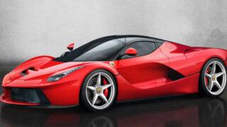 Se compra un Ferrari de más de un millón de euros y lo choca al salir de la tienda