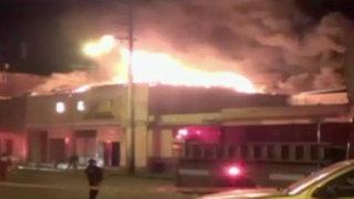 Arequipa: incendio consumió 120 puestos de galería comercial