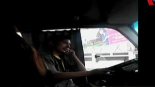 VIDEO: chofer de 'Chosicano' habla por celular mientras maneja