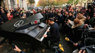 Francia: pianista realiza emotivo concierto en teatro Bataclan