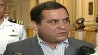 Presidente del Congreso pide investigar con celeridad a César Acuña