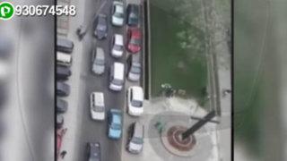 Conductores sin límites: estacionan autos en veredas de la avenida Javier Prado