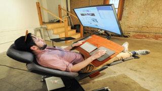 """""""Altwork Station"""", el escritorio que te permite trabajar sentado, echado o de pie"""