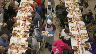 Indigentes recibieron cena por el Día de Acción de Gracias en Estados Unidos