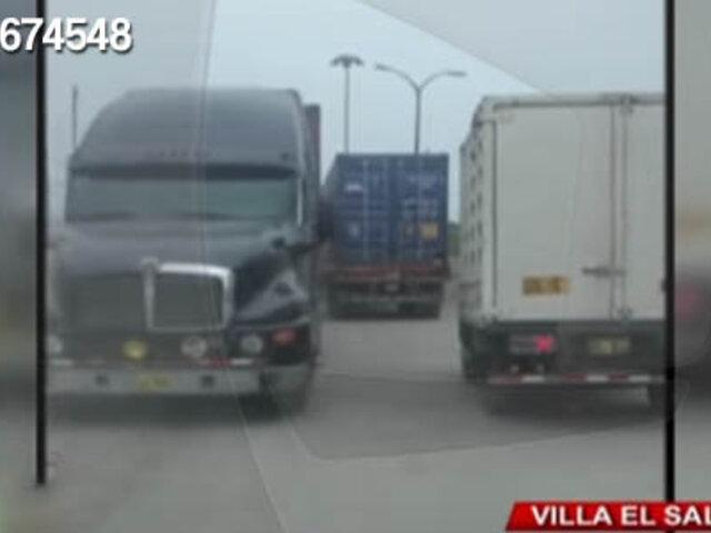 VES: camión provoca gran congestión vehicular en la Panamericana Sur