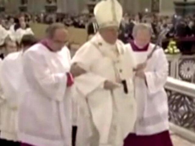 Papa Francisco vuelve a tropezar en público