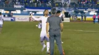 VIDEO: futbolista agrede a su técnico por sacarlo del campo