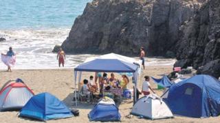 Experto advierte que municipios no pueden prohibir campamento en playas