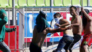 VIDEO: hinchas se enfrentan en pleno estadio de Chile