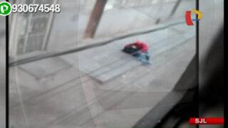 Hombre en aparente estado de ebriedad golpea a su pareja en plena calle