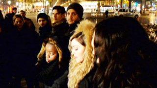Madonna sorprendió cantando en calles de París en homenaje a víctimas de atentados