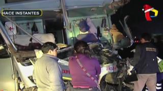 Dos muertos deja choque de bus y furgón en Chilca