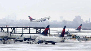 EEUU: cancelan más de 425 vuelos por tormentas de nieve en Colorado
