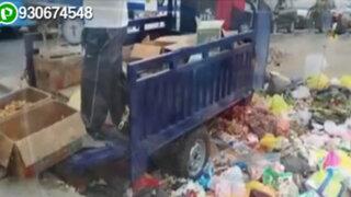 Denuncian que ambulantes venden sus productos en medio de la basura