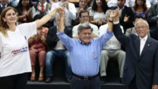 César Acuña presentó su plancha presidencial en medio de denuncias