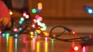 Recomendaciones para evitar accidentes con luces navideñas