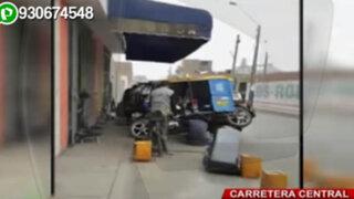 Talleres sin límites: locales que reparan mototaxis invaden vereda en Ate