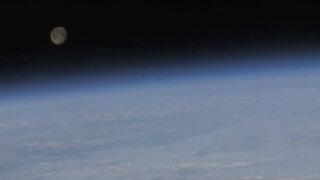 Astronauta quiso llamar a su mujer desde el espacio, pero se equivocó de número