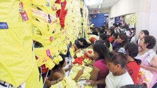 Miles compran la tradicional ropa interior amarilla para Año Nuevo