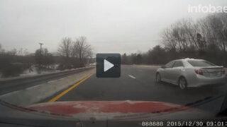 EEUU: un enorme bloque de hielo casi provoca un accidente fatal